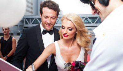 """Blonda din trupa """"Fabrika"""" a îmbrăcat rochia de mireasă!"""