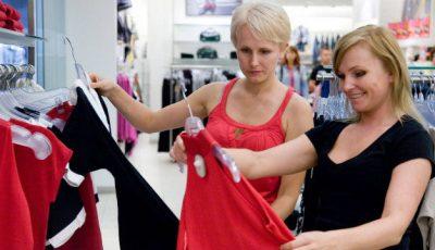Trebuie să speli hainele noi înainte de a le îmbrăca?