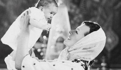 Poze de la botezul fetiţei Millei Jovovich!