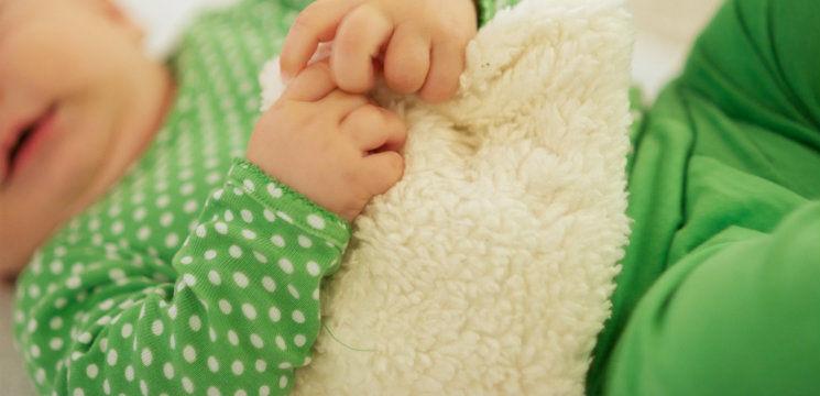 Foto: Cum poţi calma colicile bebeluşului!