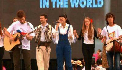 """""""Cântă cucul, bată-l vina"""",  interpretată de doi chinezi și un ceh!"""