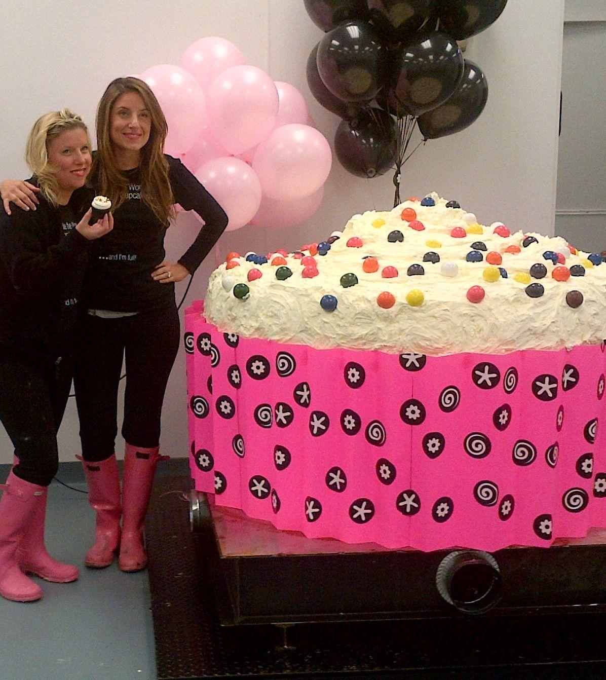 1433795599-georgetown-cupcake-worlds-largest-cupcake