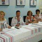 Foto: În ii tradiționale la secția de votare!