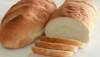 Dezgustător! Iată ce a găsit o femeie în pâinea pe care a cumpărat-o de la un magazin din Capitală