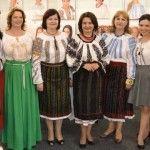 Foto: Vedetele autohtone au schimbat rochiile glamuroase pe tradiționala ie!