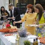 Foto: Moldovenii, invitați la o cină în stil italian!