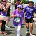 Foto: Are 92 de ani, suferă de cancer şi a reuşit să alerge un maraton de 41 de km. Vezi video!