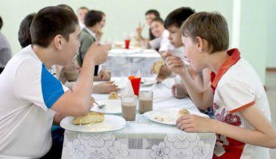 Avertismentul medicilor: Alimentaţia din grădiniţe şi şcoli duce la obezitate