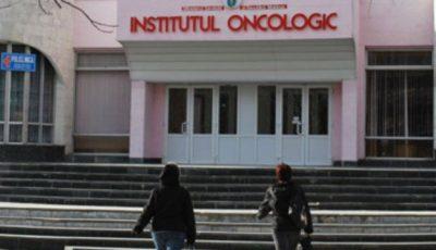 O tânără povesteşte despre lupta ei cu tumoarea şi banii ceruţi de medicii de la Institutul Oncologic