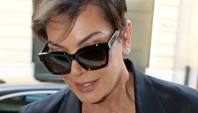 Mama lui Kim Kardashian cu decolteu îndrăzneţ la 60 de ani!