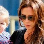Foto: Victoria Beckham vinde ținutele fiicei sale!
