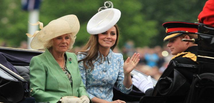 Foto: Kate Middleton, prima apariţie publică cu familia ei după ieşirea din maternitate!