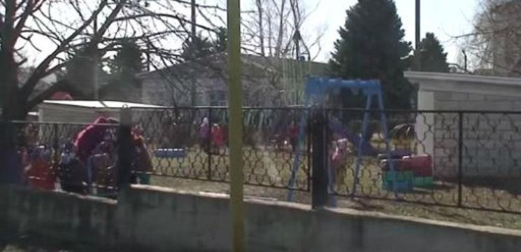 Foto: Şi-a luat copilul de la grădiniţă cu capul spart