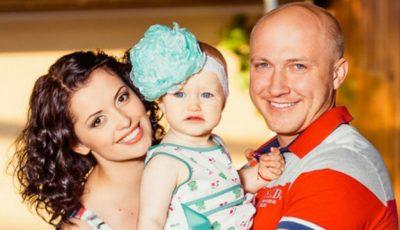 Miss Moldova ridică greutăţi imense, chiar dacă este însărcinată