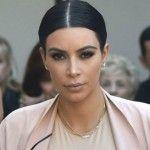 Foto: Kim Kardashian poartă rochii mulate, chiar dacă are burtică!