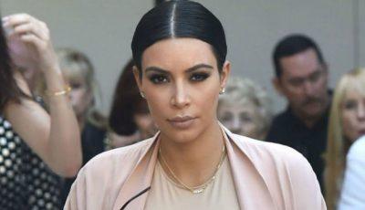 Kim Kardashian poartă rochii mulate, chiar dacă are burtică!