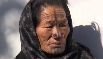 Femeile dintr-un trib indian își pun dopuri în nas. Iată de ce!
