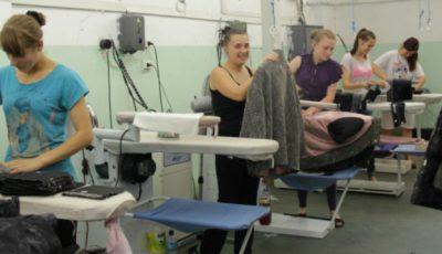 """Croitoresele din Hâncești rămân fără lucru. """"Armani"""" și """"Versace"""" părăsesc Moldova"""