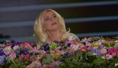 Un moldovean a decorat cu flori pianul interpretei Lady Gaga!