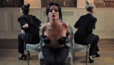 Iulia Volkova cu sânii goi, implicată într-un proiect video social