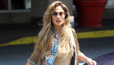 Ce a purtat Jennifer Lopez în partea de jos ca picioarele ei să arate interminabile!