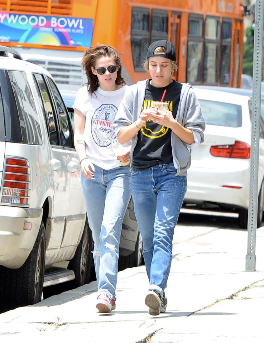 Kristen Stewart and Alicia Cargile takes a long stroll after lunch