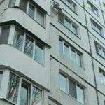 Foto: Nu lasaţi copiii fără supraveghere! Un băieţel de doi ani a căzut de la etajul doi al  unui bloc din Capitală