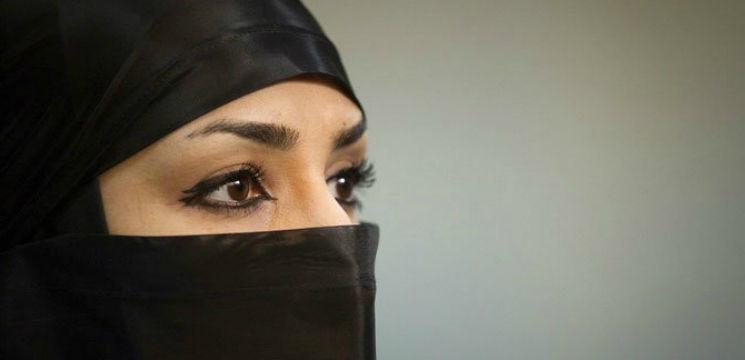 Foto: De ce femeile din Iran se machiază intens zi de zi?!