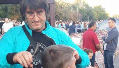 Victor Micușa și-a mutat salonul în… Piața Marii Adunări Naționale
