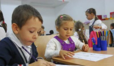 Sfatul psihologului despre vârsta şcolară: La 6 sau 7 ani dăm copilul la şcoală?