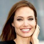 Foto: Angelina Jolie a pozat goală!