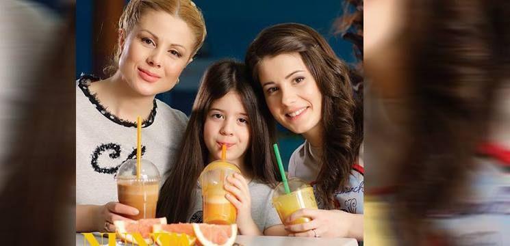 Foto: Arată ca două surori, dar sunt mamă și fiică!
