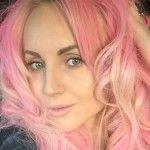 Foto: Kătălina Rusu și-a făcut părul roz!