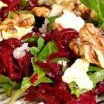 Foto: Salată de sfeclă roşie, brânză şi nuci