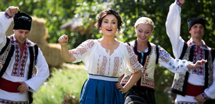 Foto: Corina Țepeș a pregătit 15 surprize pentru fanii ei! Nicolae Botgros a ajutat-o!