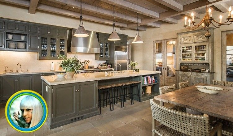 8-ledi-gaga-kitchen-752x440