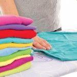Foto: Nu mai trebuie să calci hainele cu fierul obișnuit. Trucul care te scapă de rufele șifonate!