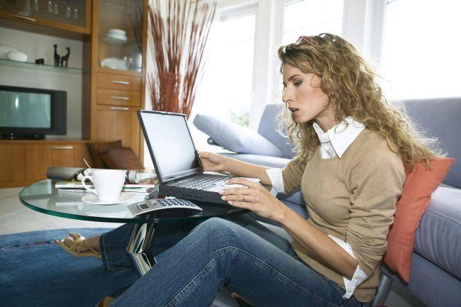 Frau, arbeitet, zu, Hause, mit, einem, Notebook, woman, working, at, home, with, notebook