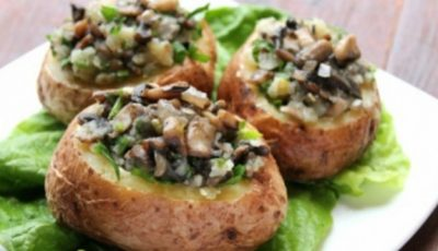 O reţetă perfectă pentru cină: cartofi copţi umpluţi cu ciuperci