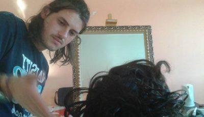 Fiul lui Victor Micușa muncește în Chile! Le coafează pe femeile maltratate!