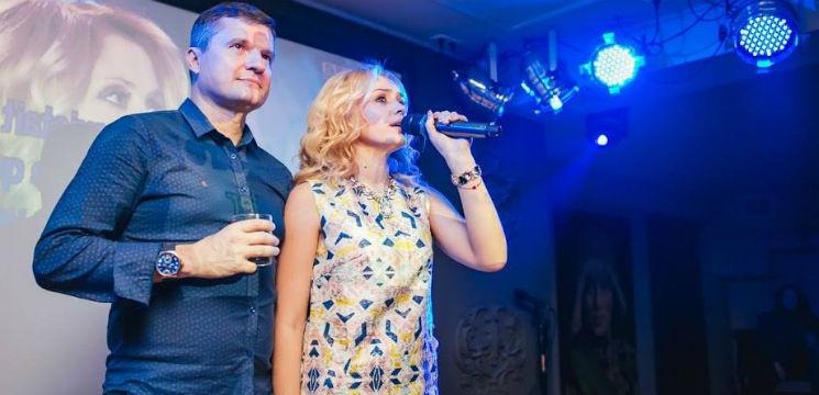 Foto: Kornelia și Marcel Ștefăneț așteaptă barza