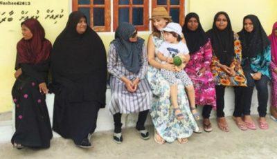 Anfisa Cehova, alături de noile prietene din Maldive!