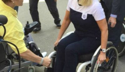 O prezentatoare din Rusia, în scaun cu rotile!