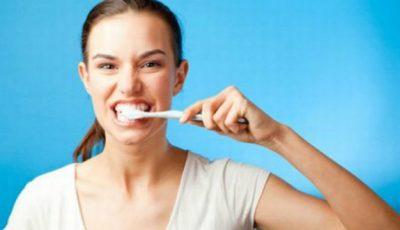 4 situaţii în care periajul dinţilor poate să fie nociv