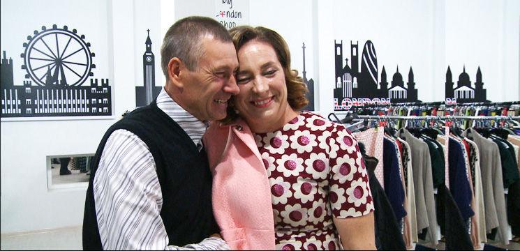 Foto: Și bărbații plâng câteodată…când își văd soțiile cu un nou look!