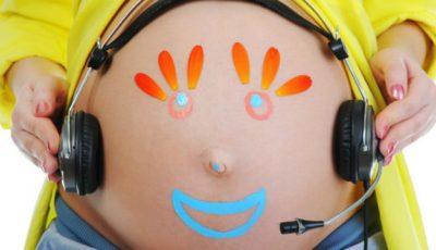 5 lucruri bizare care se petrec cu bebelușul în burta mamei