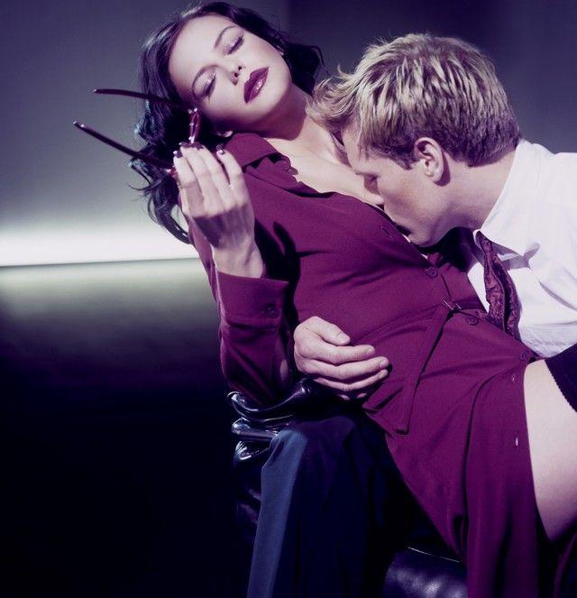 Paar bei Liebesspielen, Sex am Arbeitsplatz  Erotic Couple, Sex at Work