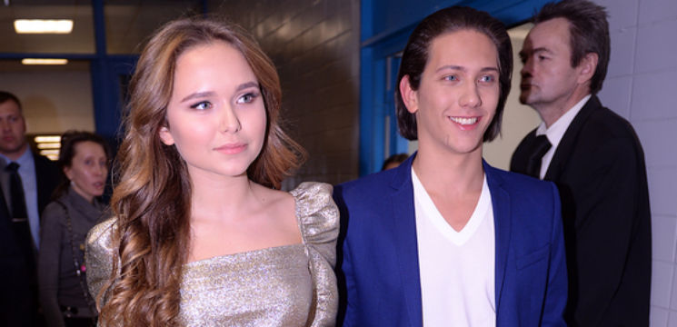 """Foto: Fiul unui oligarh rus  a plecat acasă cu """" золотой граммофон"""". Spectatorii l-au şuierat de indignare"""