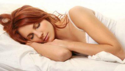 Ce se întâmplă dacă dormi pe partea stângă?