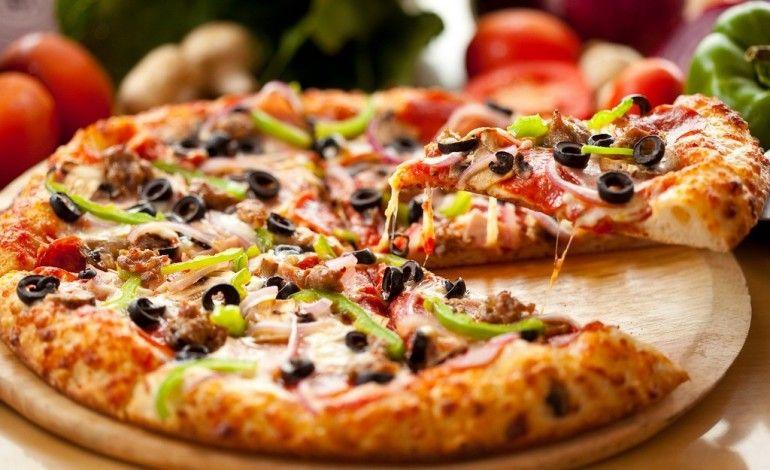 Cum-sa-mananci-pizza-fara-sa-te-ingrasi-770x470